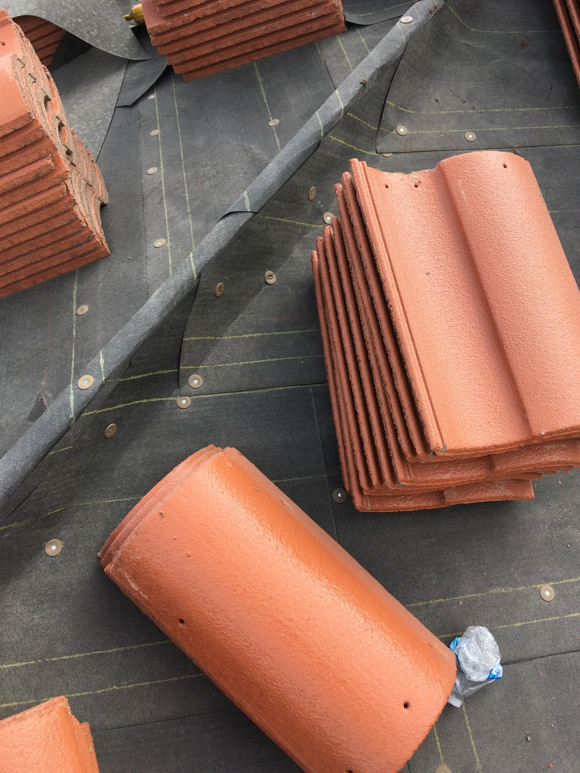 tile and 40il ridge cap